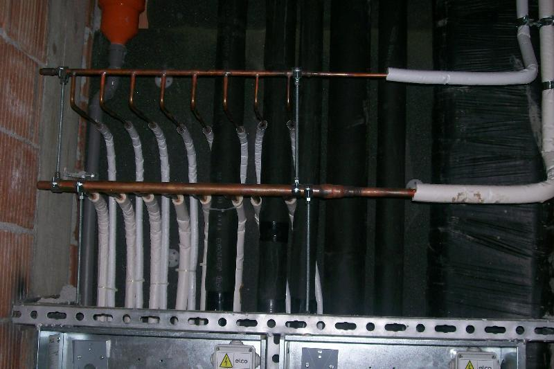 EDIFICIO COMMERCIALE/ RESIDENZIALE - Collettore impianto VRF